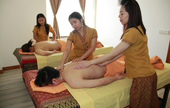 Heaven four hands massage